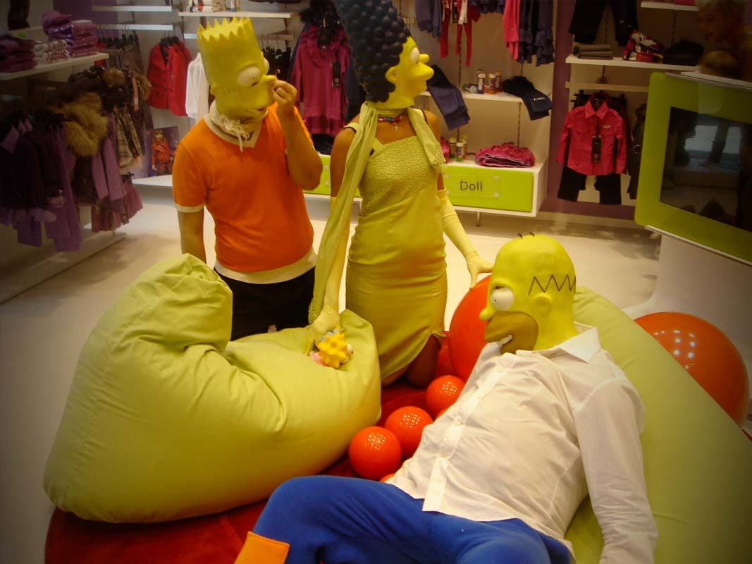 Marketing non convenzionale la famiglia Simpson per l'inaugurazione di un punto vendita